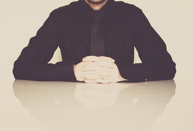 businessman-598033_640
