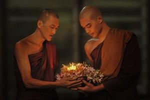 theravada-buddhism-1788675_640