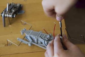 assemble-1147901_640